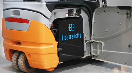 Rodzina rozwiązań baterii litowo-jonowych do układów napędowych wózków widłowych.